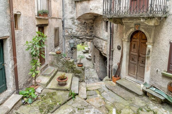 Lugano-streets-cobbelstone