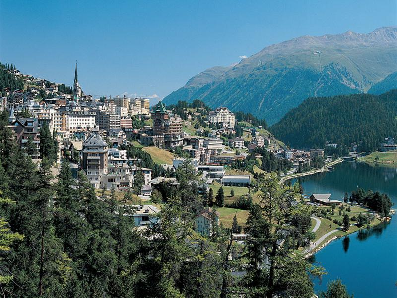 saintmoritz-lake-vist-mountains-switzerland