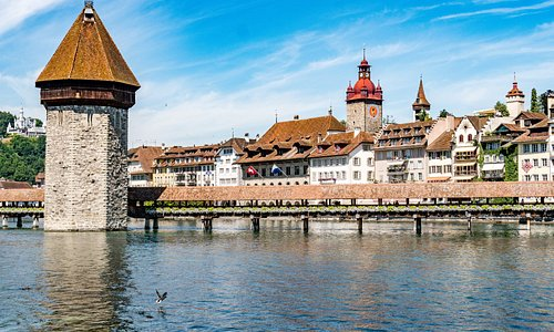 lucerne-bridge-and-city-skyline